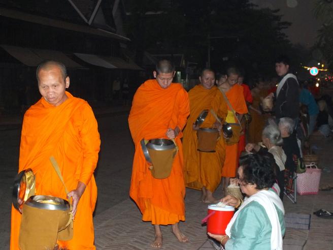 monjes luang prabang