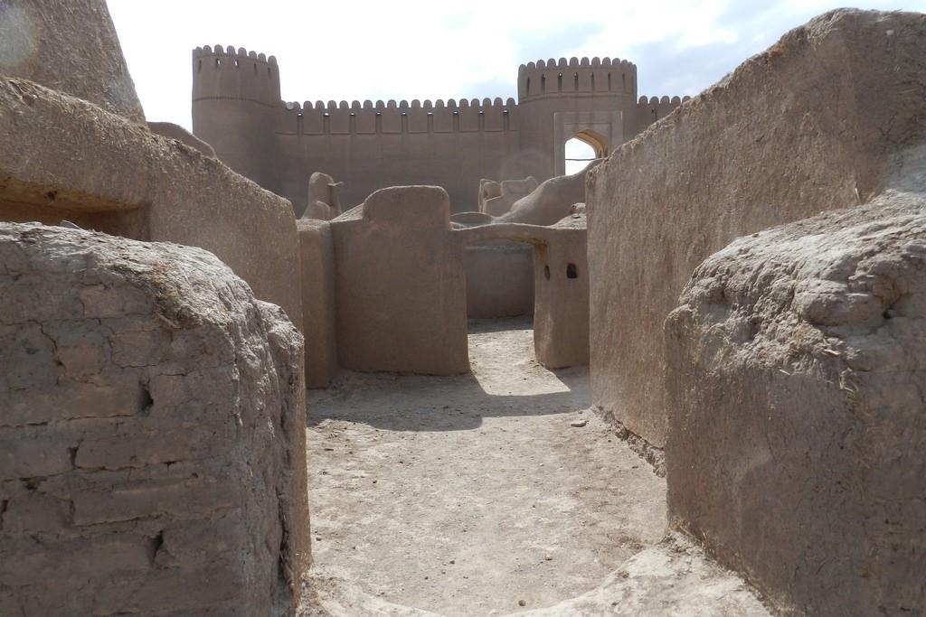 castillo de rayen iran nubia tours